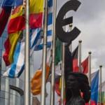 """CoronaVirus: Eurogrupo vai discutir """"nova linha de defesa"""" contra crise na zona euro"""